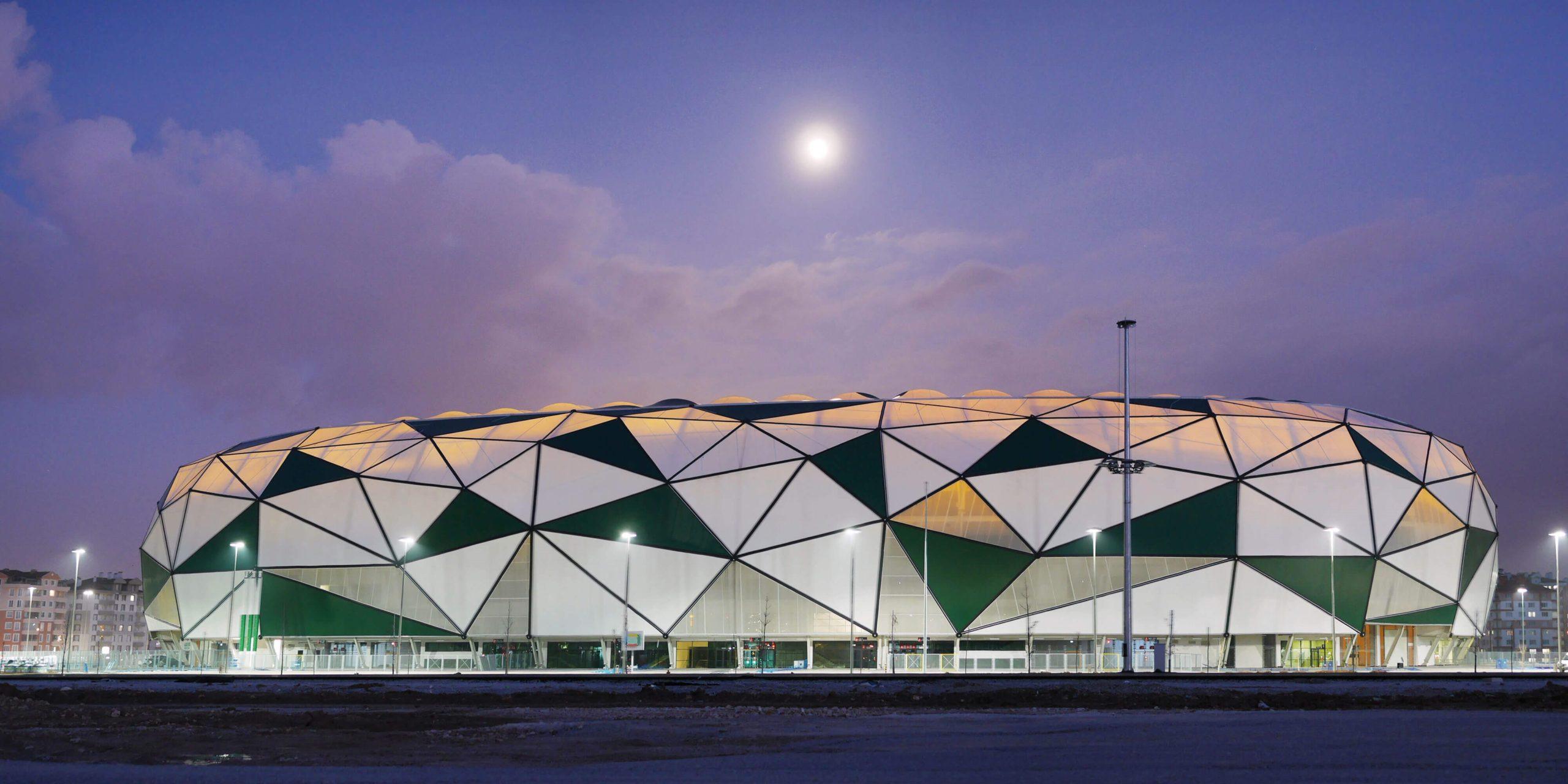 Konya Arena bei Mondschein